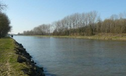 Le canal d'Aire à La Bassée.